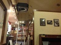 飲食店レストラン 業務用天カセ4方向エアコン クリーニング 分解作業中