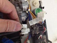 お掃除機能付きロボットエアコンクリーニング 分解中 配線処理
