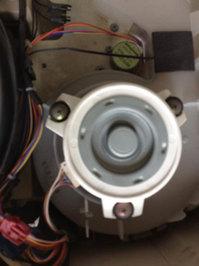 自動お掃除機能付きエアコンクリーニング 異音 修理 室外機吸塵ファンモーター交換