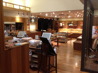 鹿児島市 パン屋さん店舗定期清掃クリーニング フローリング床洗浄ワックス 売り場 作業完了