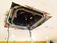 店舗業務用エアコンクリーニング 天カセ4方向エアコン 分解中 本体