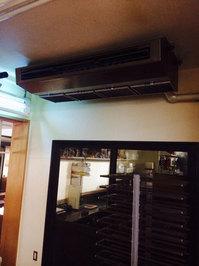 店舗業務用エアコンクリーニング 厨房大型天吊1方向タイプ3