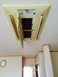 鹿児島市 家庭用天井埋め込み型2方向エアコン クリーニング