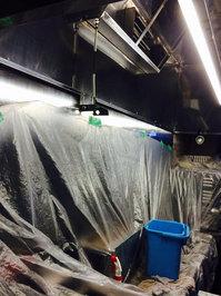 業務用レンジフード定期清掃クリーニング 洗浄作業中