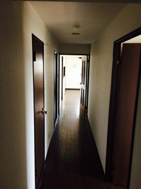 4LDKマンションまるごとおそうじパック フローリング洗浄ワックス 作業前 廊下 鹿児島市