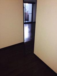 4LDKマンションまるごとおそうじパック フローリング洗浄ワックス 作業完了 玄関前 鹿児島市