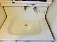洗面所クリーニング 水垢除去中