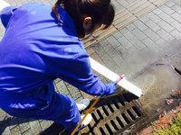 店舗業務用エアコンクリーニング 女性スタッフ 洗浄作業中 鹿児島市谷山方面