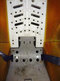 チャイルドシートクリーニング 作業前 フレームクッション材汚れ 鹿児島市内