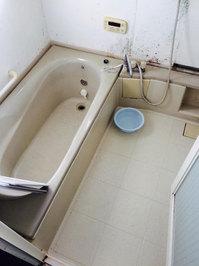 浴室トイレ清掃クリーニングと、浴室防カビコーティング 浴室クリーニング前汚れ① 戸建20年以上 鹿児島市喜入町方面 おそうじ本舗鹿児島西田店