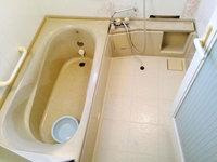 浴室トイレ清掃クリーニングと、浴室防カビコーティング 浴室クリーニング完了後のカビによる変色痕  戸建20年以上 鹿児島市喜入町方面 おそうじ本舗鹿児島西田店