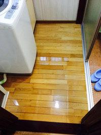 大掃除!戸建丸ごとハウスクリーニングとゴミ処分、キッチンシンク準鏡面仕上げ 「フローリングワックス 洗面所 作業後」 鹿児島市吉野町 おそうじ本舗鹿児島西田店
