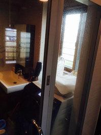浴室清掃クリーニングのセット 鹿児島市谷山方面 ドアガラスの水垢 おそうじ本舗鹿児島西田店