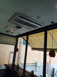 店舗・業務用エアコンクリーニング ホテル内レストラン お得意様 鹿児島市天文館方面 天井埋め込み2方向業務用エアコン清掃クリーニング作業前