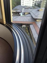 指宿老舗ホテル様 窓清掃 ホテル高所外窓② おそうじ本舗鹿児島西田店