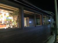 老舗パン屋グループ バームクーヘン 吉野店 店舗定期清掃 業務用エアコン 窓清掃 鹿児島市内 イーとインスペースのガラス窓クリーニング前