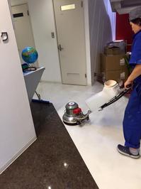 定期清掃 オフィス 床剥離(ハクリ) ワックス 鹿児島市内 ワックス剥離中