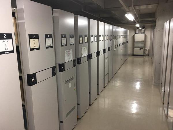 棚の数々 鹿児島大学付属図書館 書籍カビ除去クリーニング