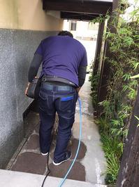 コンクリート床洗浄中 老舗料亭様 年末定期清掃クリーニングサービス 鹿児島市照国方面