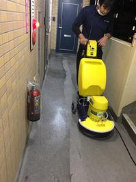 エンボス床の洗浄② お得意様マンション 共有部床洗浄クリーニングサービス 鹿児島市永吉方面