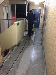 エンボス床の洗③ お得意様マンション 共有部床洗浄クリーニングサービス 鹿児島市永吉方面