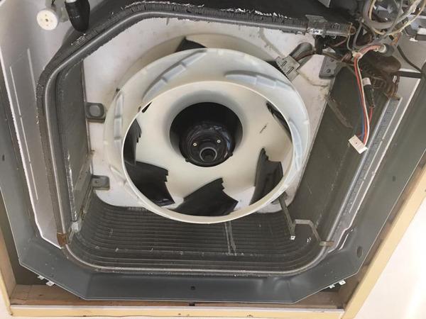 洗浄完了組み上げ中 業務用エアコン 定期分解洗浄クリーニング 鍛冶屋町方面 おそうじ本舗鹿児島西田店