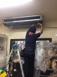 中規模 お得意様 店舗内全業務用エアコン定期分解洗浄クリーニング 鹿児島市谷山方面 おそうじ本舗鹿児島西田店 作業中画像⑦
