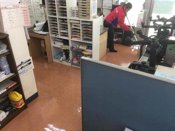 お得意様カーディーラー様 床剥離ワックスサービス 鹿児島市 おそうじ本舗鹿児島西田店